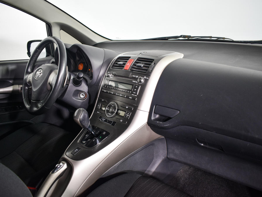 Toyota Auris  1.6 с пробегом - 9